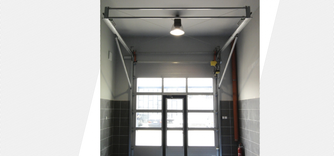 SELF SUPPORTING SECTIONAL DOOR (DOES NOT NEED SUPPORT ON ROOF)